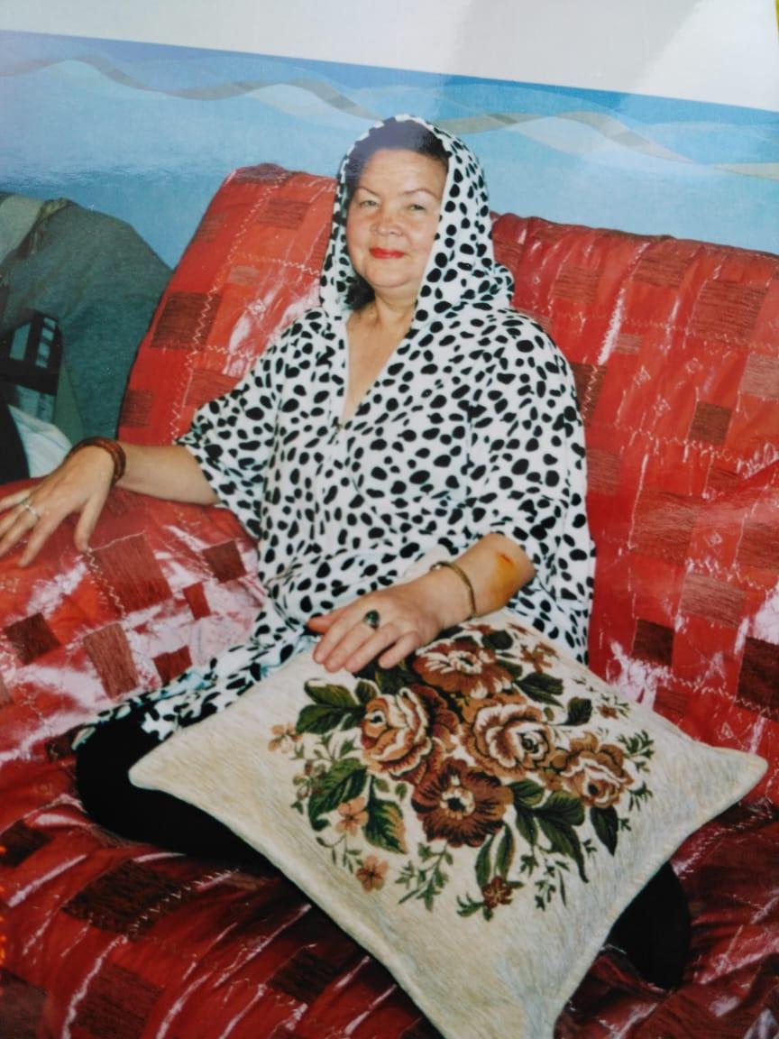 Красавица моя мама, тут ей 59лет