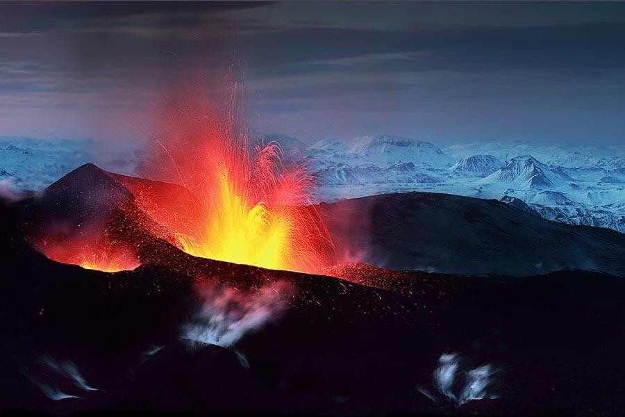 6 Извержение вулкана Эйяфьятлайокудль