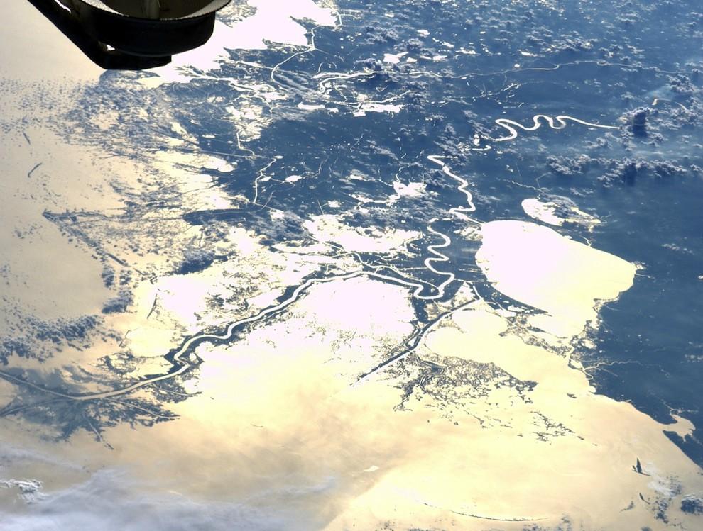 закат в Новом Орлеане и река Миссисипи