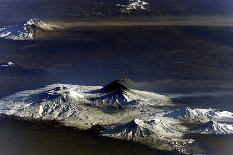 22 Покрытый снегами вулкан