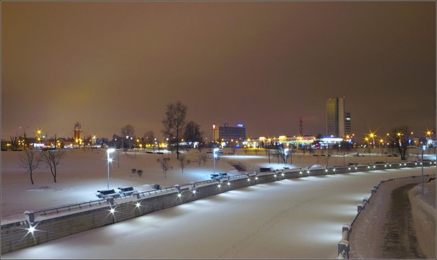 Минск  набережная возле Национальной библиотеки Соколовский