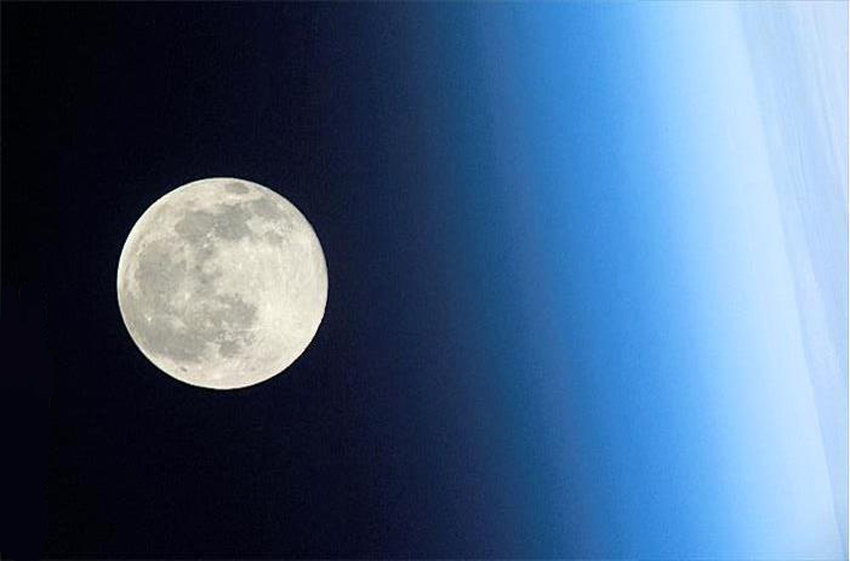 full_moon_above_earths_atmosphere_seen_from_the_international_space_station_the_iss_orbits_earth_F0012758