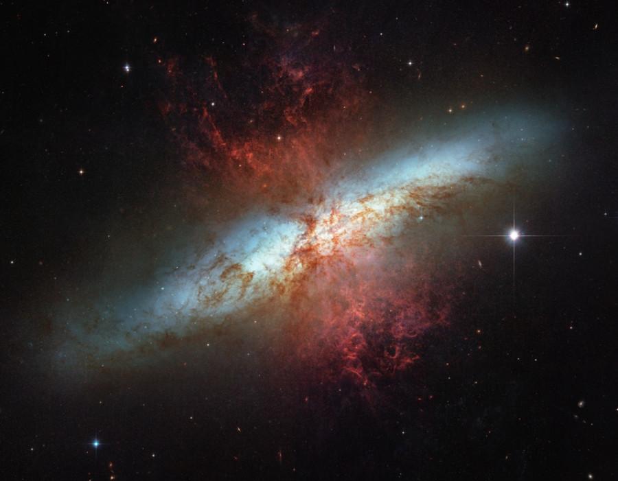 M82-Hubble