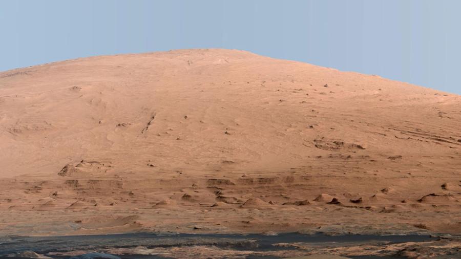 15 Шарп в  кратере  Гейла