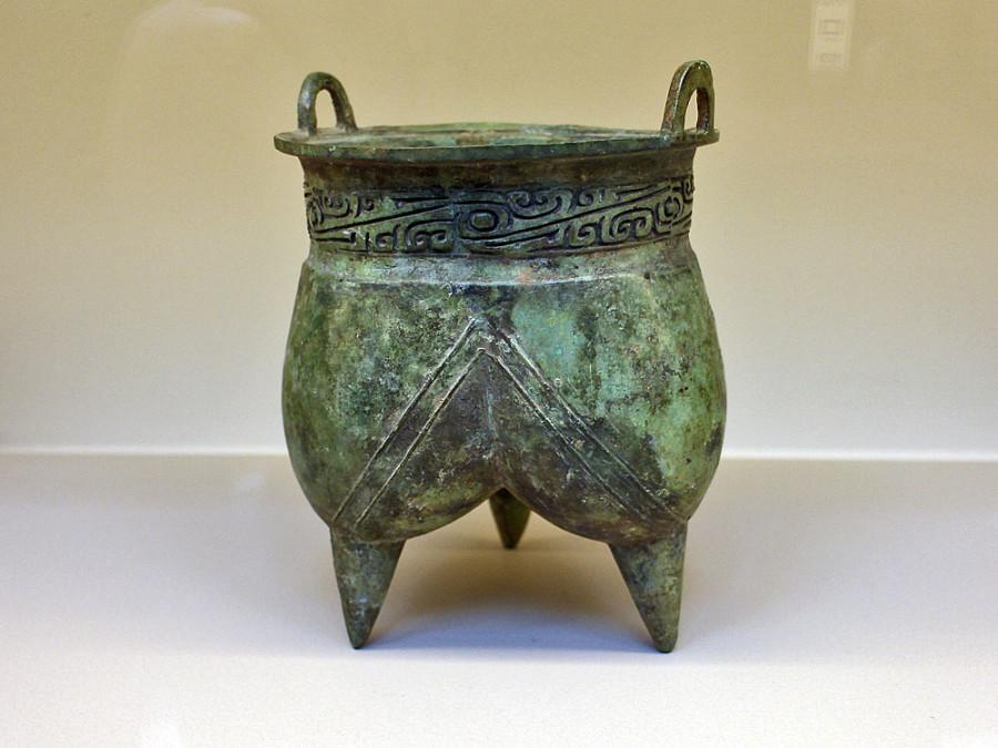 5 Сосуд . Династия Шан (1600-1050 до н.э.), бронза, патина