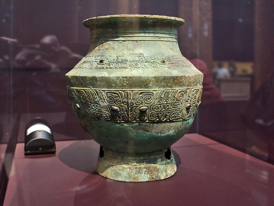 7 Сосуд  Династия Шан (1600-1050 до н.э.), бронза, патина