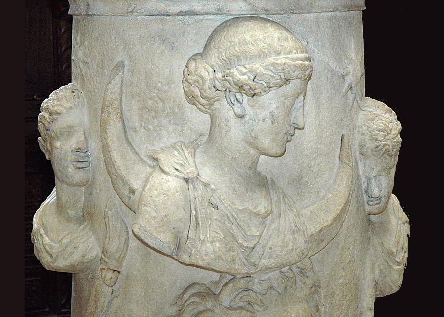 Altar Selene Louvre