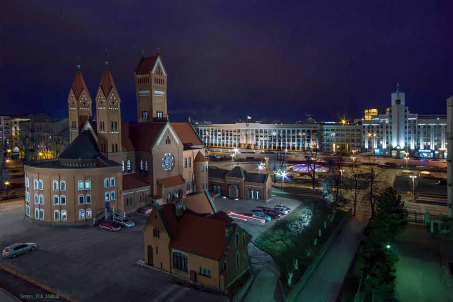 3 Костел, мэрия, метро на площади