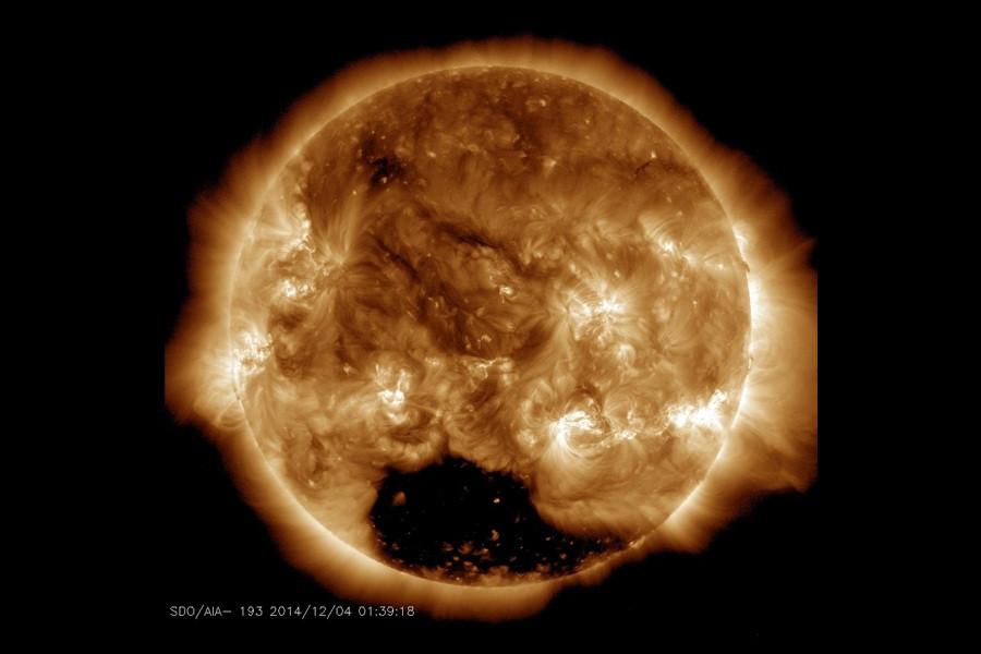 2 Снимок Солнца в UV-диапазоне (193 нм).