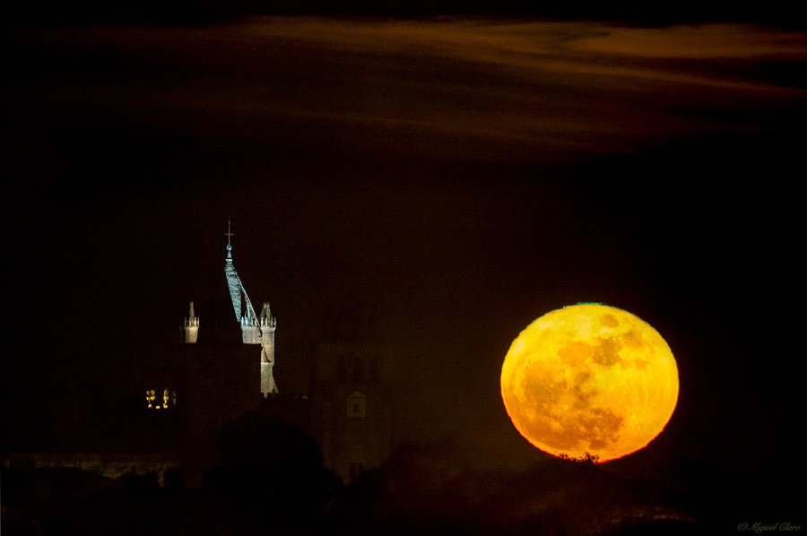Оранжевая  Луна