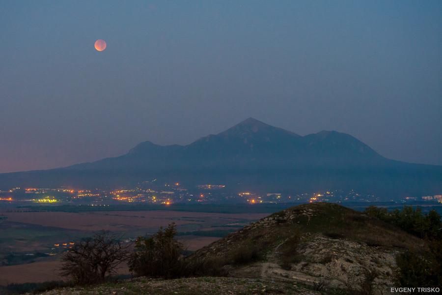 3Полное лунное затмение  над Кавказскими Минеральными Водами. Автор снимков Евгений Триско.jpg