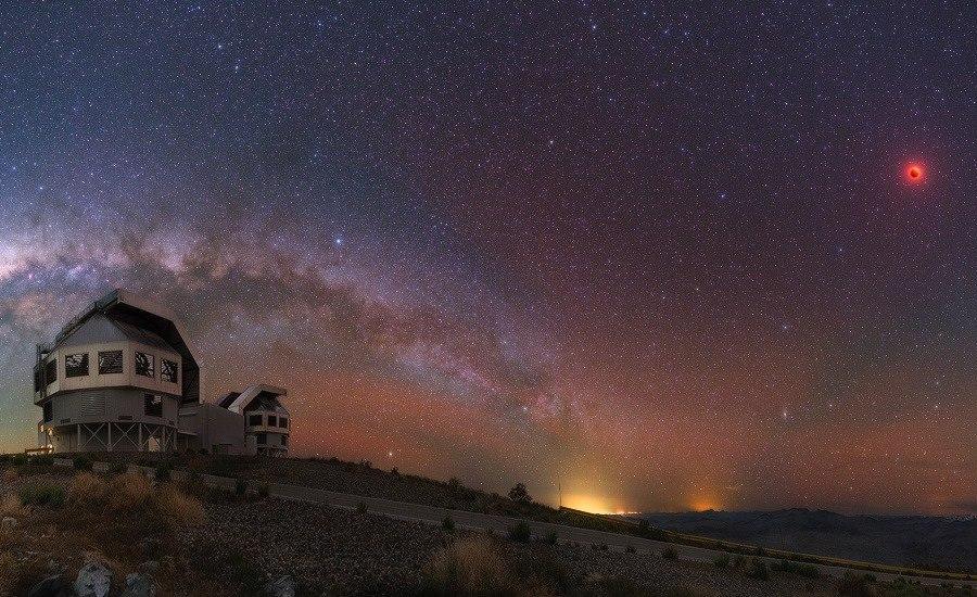 обсерватория Лас-Кампанас  в чилийской пустыне Атакама. Автор снимка Юрий Белецкий.jpg