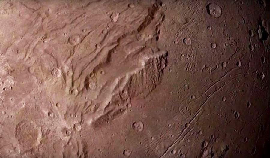 Горные  хребты, каналы  и  кратеры.JPG