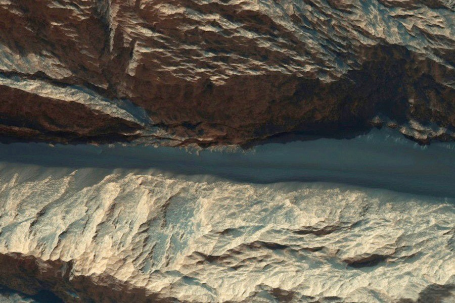 7 Hebes Chasma.jpg