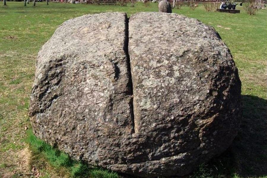 12 астрономический  камень.JPG