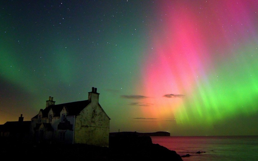 3 The Aurora Borealis captured over Dunnet Beach in Caithness by amatuer photographer Dawn Sinclair.jpg