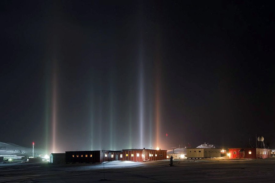 3 Световой лес на Антарктической станции Беллинсгаузен.jpg