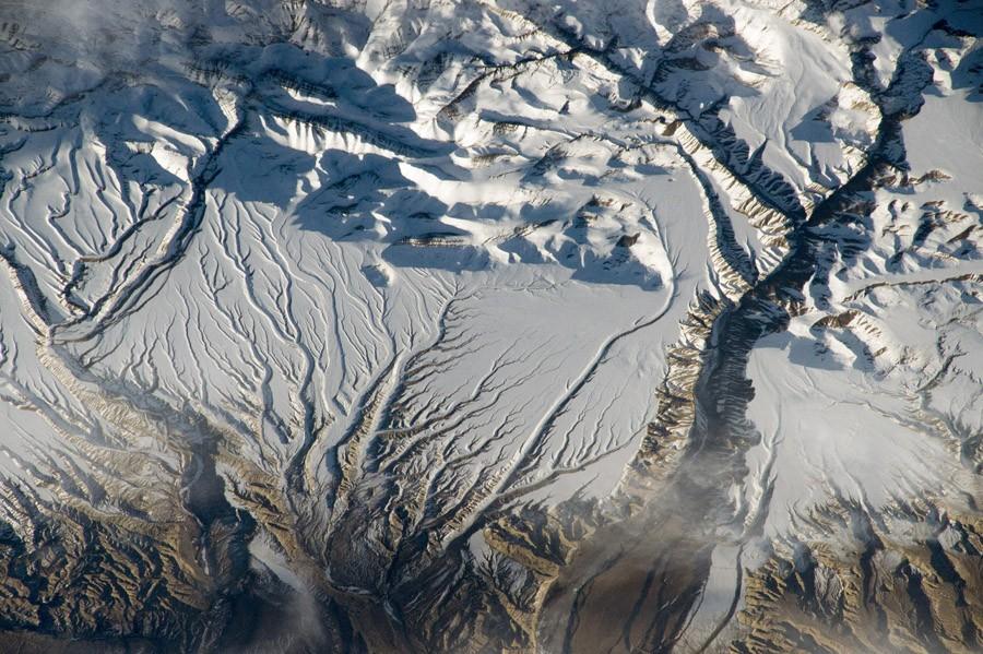 1 Реки и снег в Гималаях, Китае и Индии. 8 апреля 2015 года.jpg