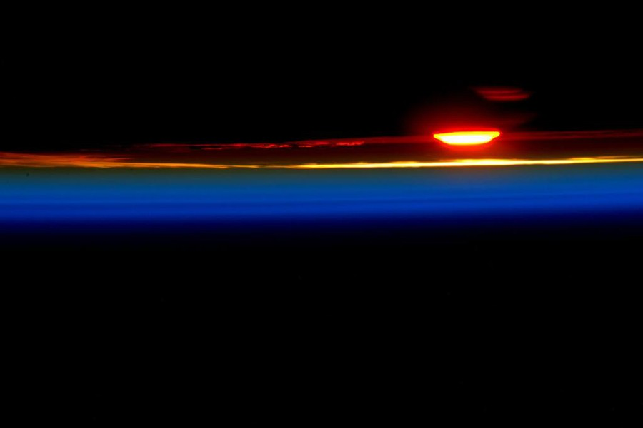 1 US Astronaut Scott Kelly celebrated his 188th day in space with this incredible sunset as seen from the International Space Station..jpg