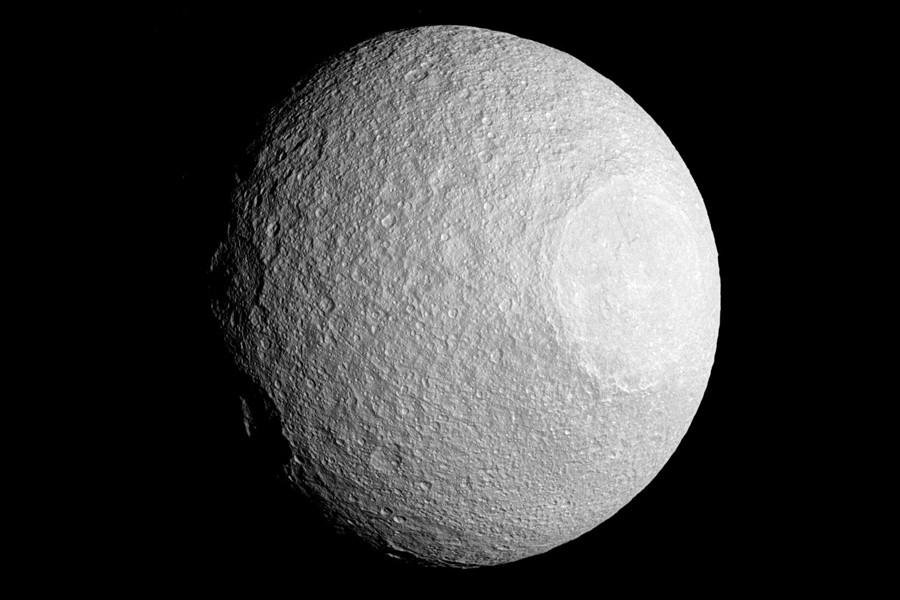 4 SaturnMoon-Tethys-Cassini.jpg