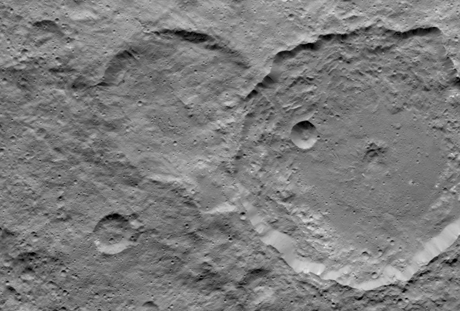 4 Gaue Crater - Ceres Germanic goddesst.jpg