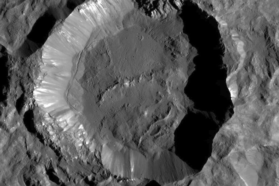 5  кратер Купало на Церере.jpg