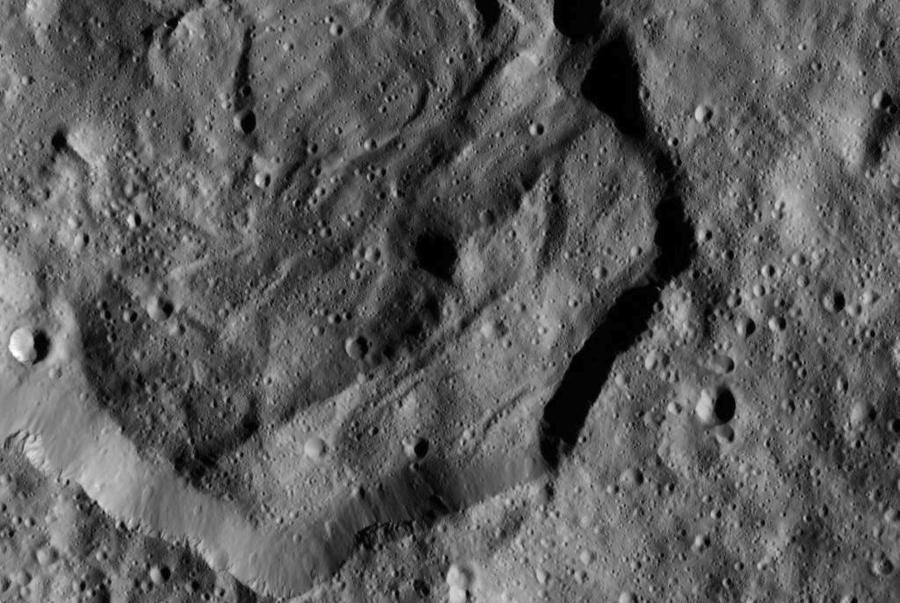 6 r кратер Мессор.jpg