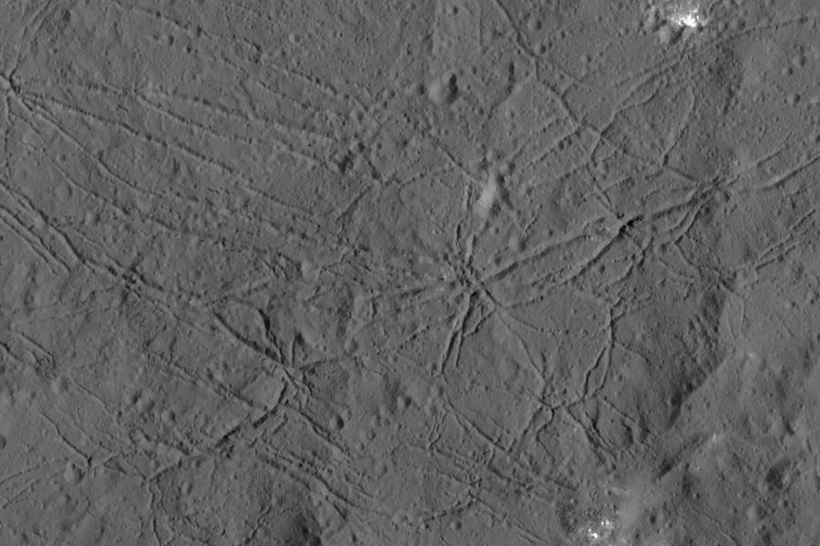 8  Поверхность кратера Данту..jpg