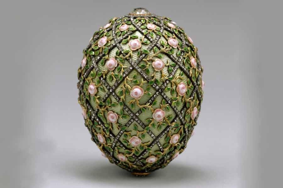 16 Яйцо с решеткой и розами.jpg