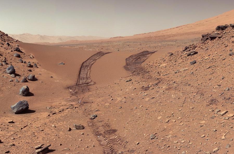 2 Curiosity Rover.jpg