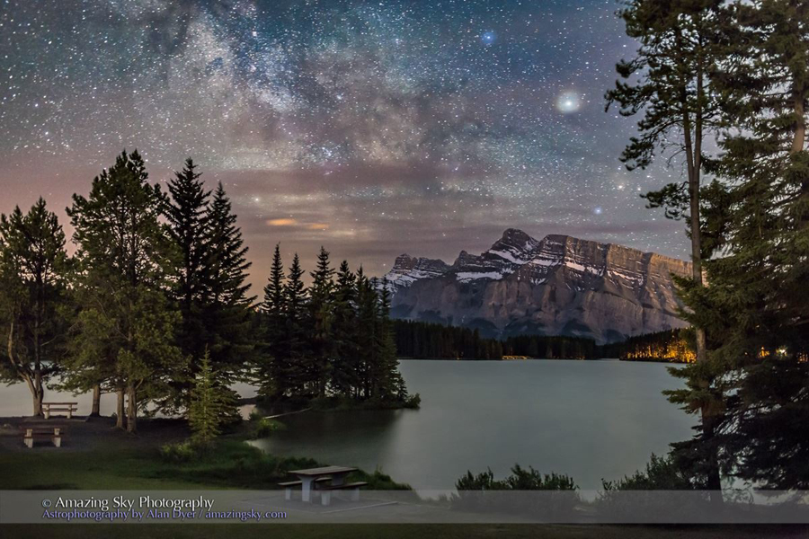 Saturn and the Milky Way.jpg