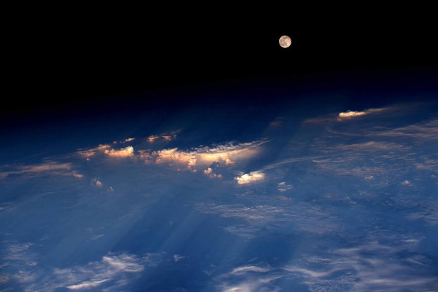 Луна  с МКС
