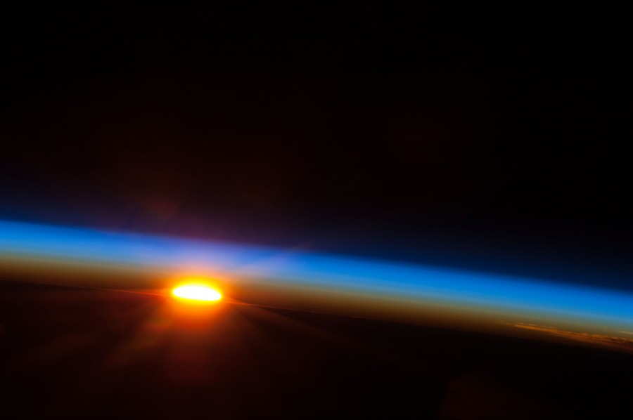 Sunrise_Over_the_South_Pacific_Ocean.jpg