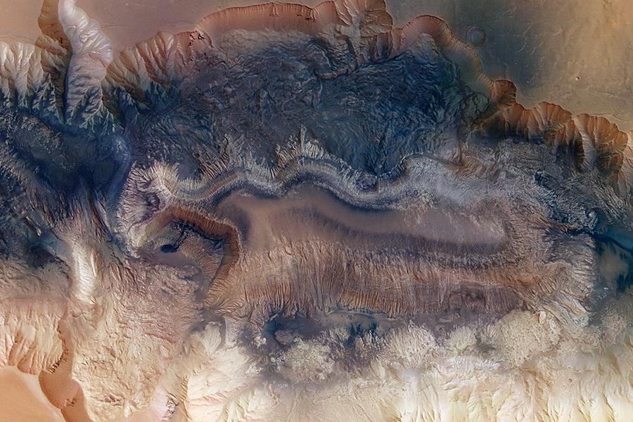 2 1Hebes_Chasma.jpg