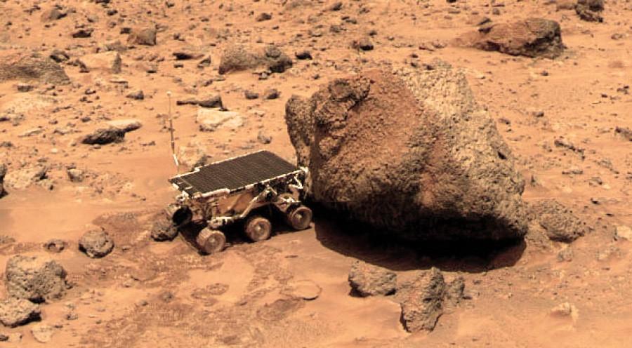 Марсоход «Соджорнер» проводит измерение камня «Йоги» альфа-протонным рентгеновским спектрометром.jpg