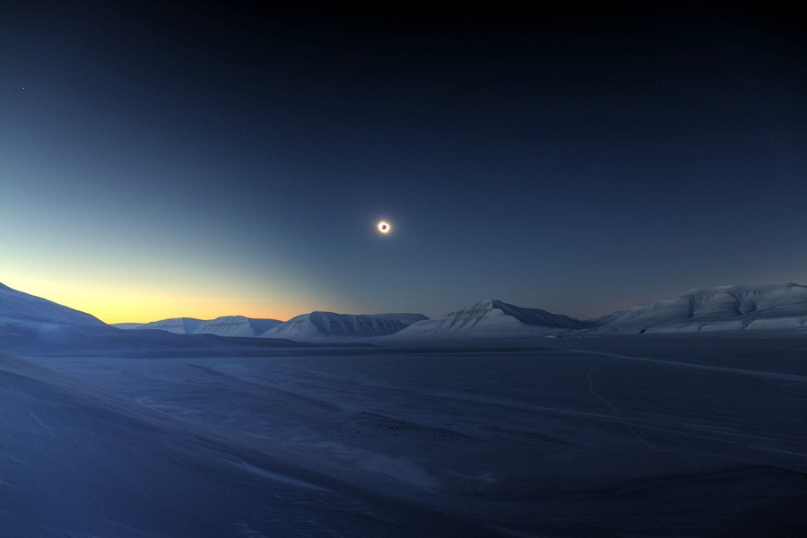 eclipse-totality-sassendalen-jamet.jpg