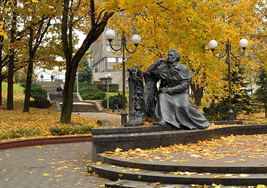 1 Памятник  Адаму  Мицкевичу.jpg