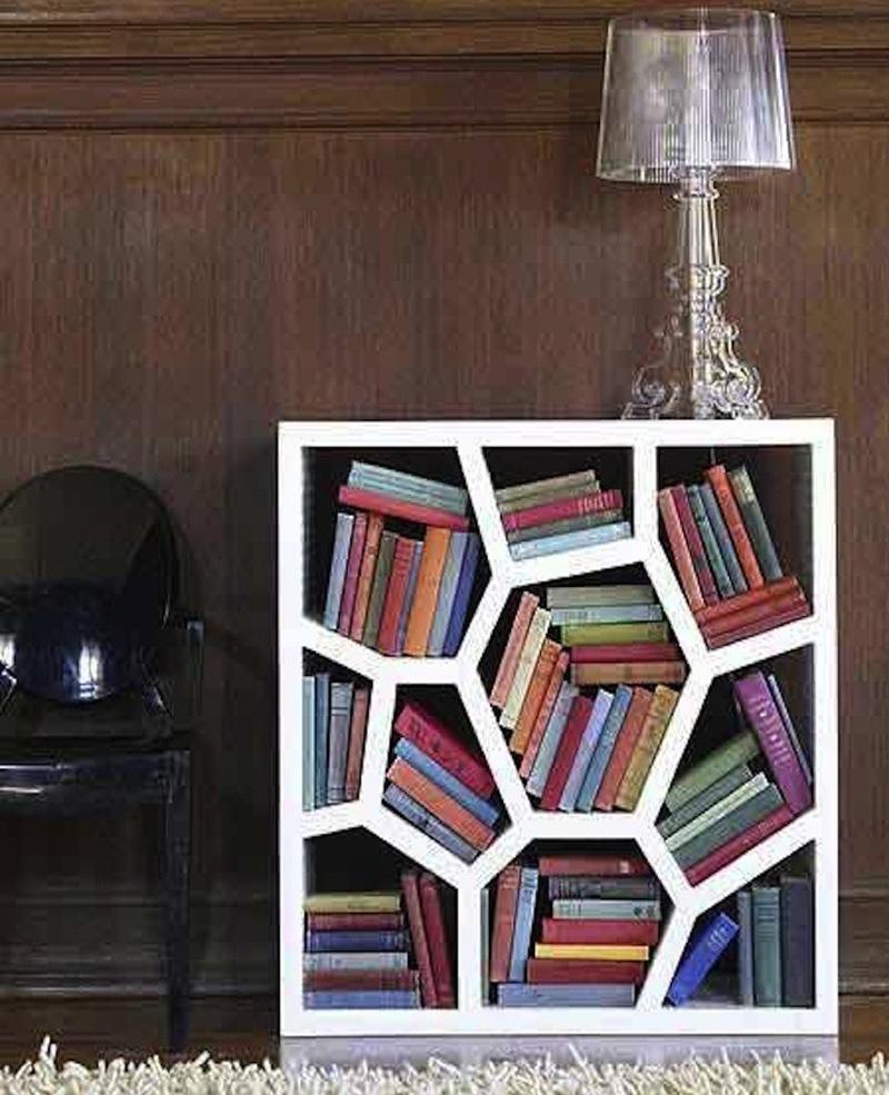 Из чего сделать стеллаж для книг своими руками