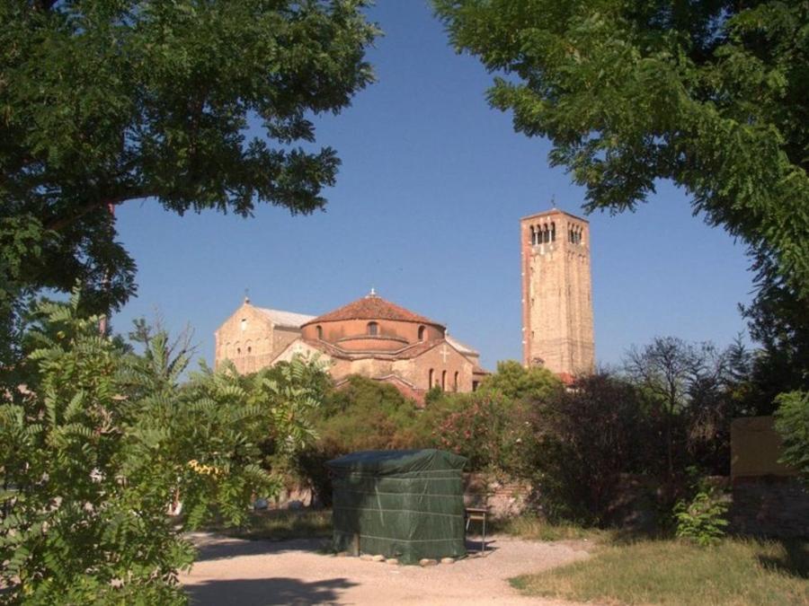 6Собор, церковь  и  Ратуша