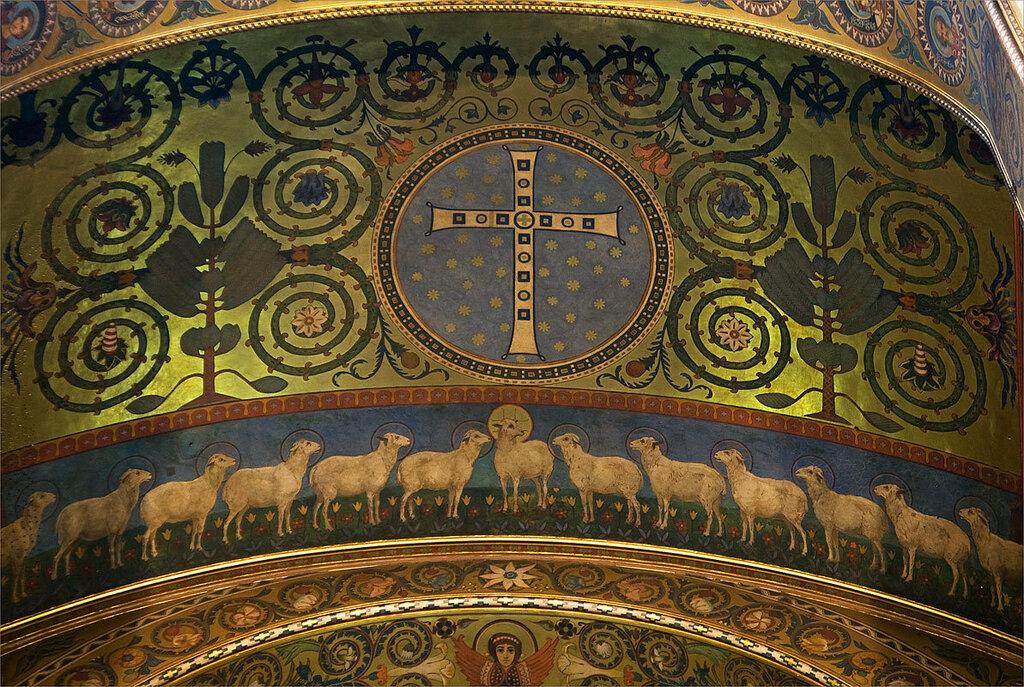 Иисус и апостолы в образе агнцов Божиих. Роспись потолка центральной апсиды