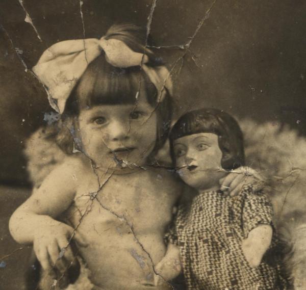 Моя мама с куклой 1937г. изм.jpg