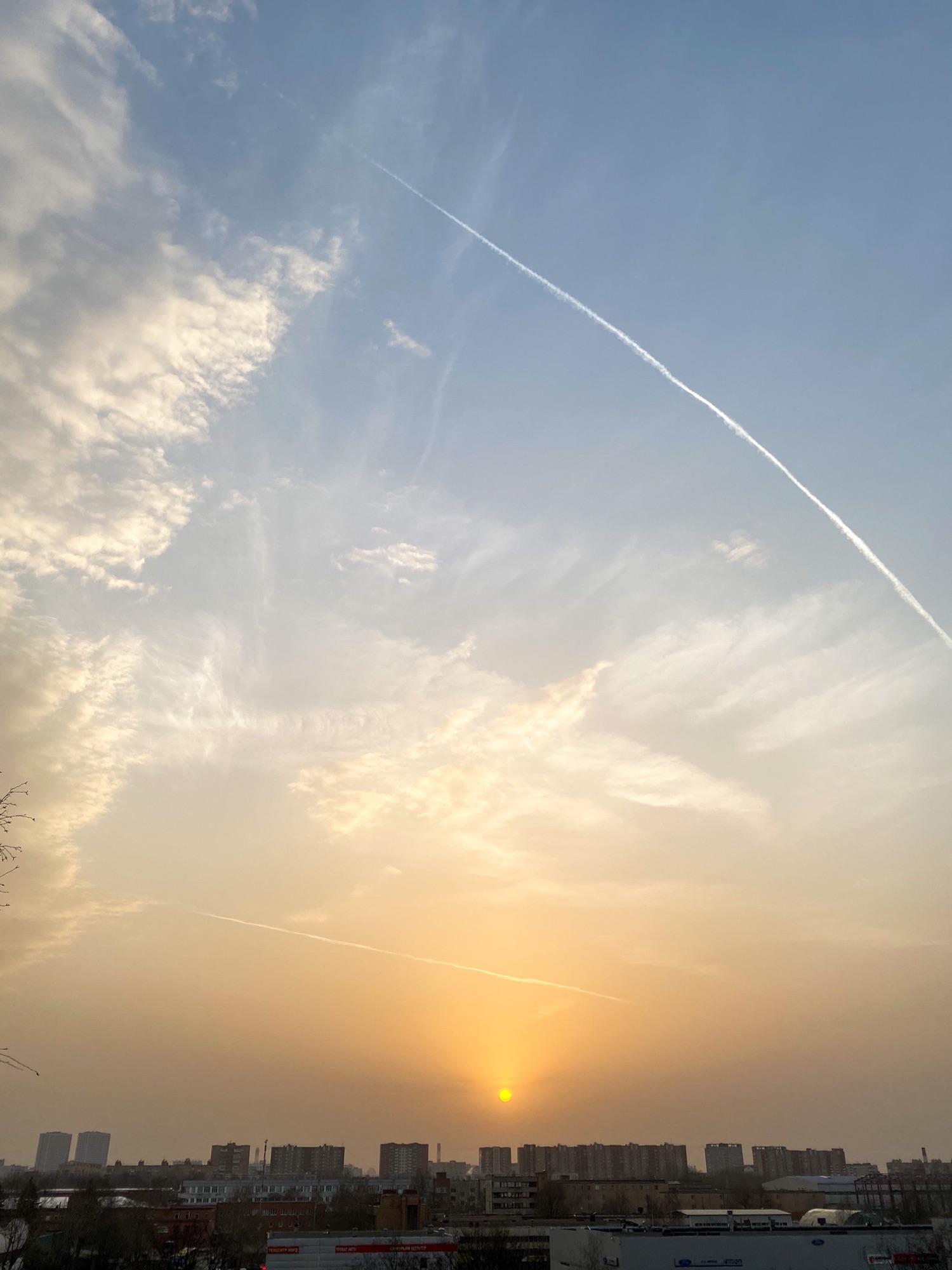 Круглое закатное солнце в Москве. #сновавесна