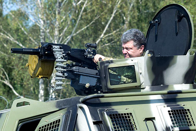 poroshenko_at_military_base_novie_petrovtsy_near_kiev