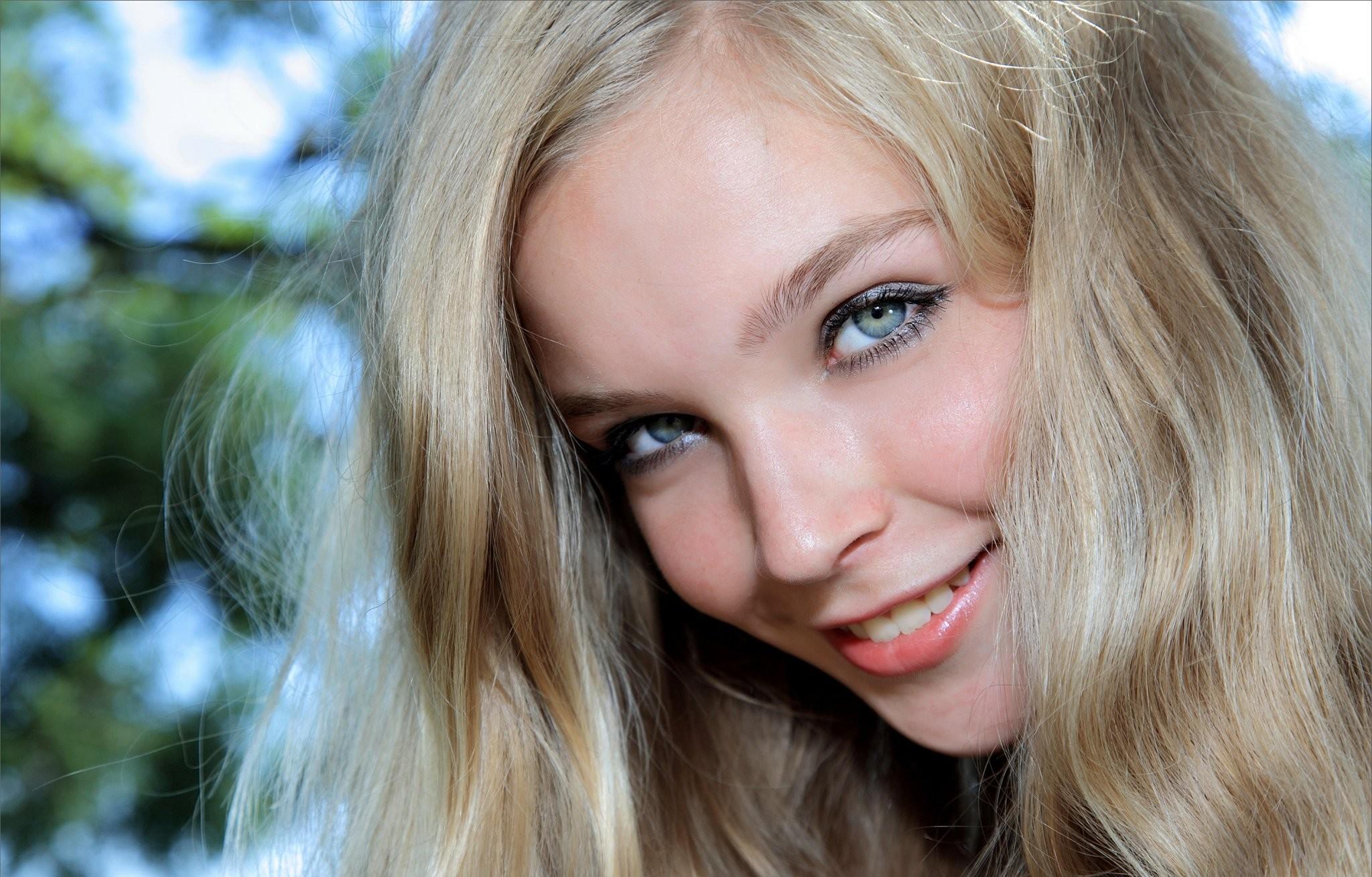 Села молоденькому на лицо 5 фотография