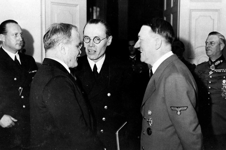 В.М. Молотов на приеме у Адольфа Гитлера в рейхсканцелярии.