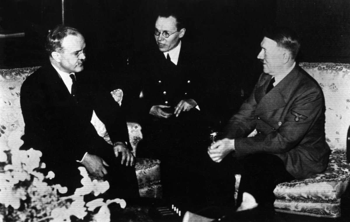 В.М. Молотов на переговорах с А. Гитлером в Берлине. 18 сентября 1940 года.