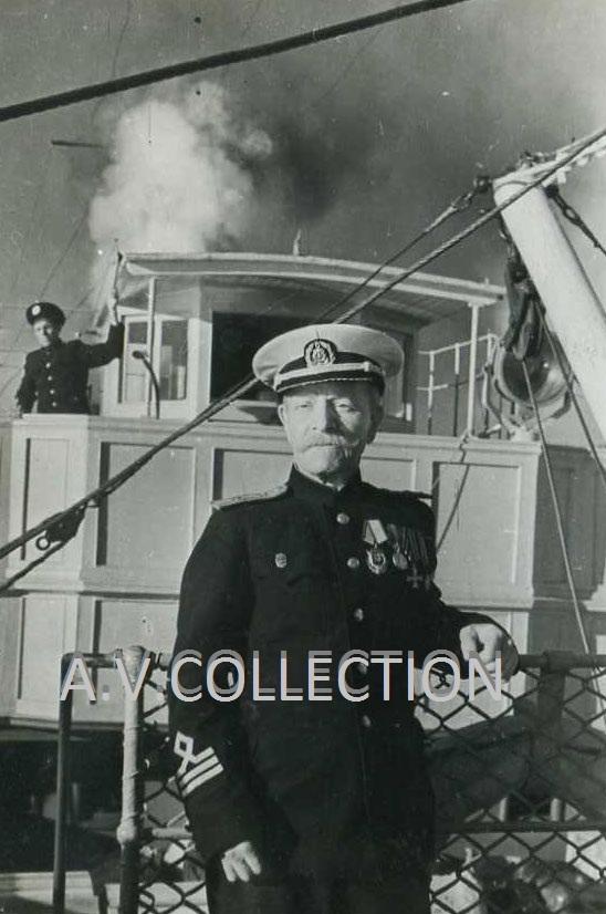 Георгиевский кавалер механик (капитан-инженер III класса речного флота) пассажирского парохода «Урицкий» Королёв Фёдор Иванович.