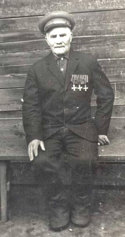 Георгиевский кавалер председатель колхоза «Остров» Преловский Илья с тремя Георгиевскими крестами