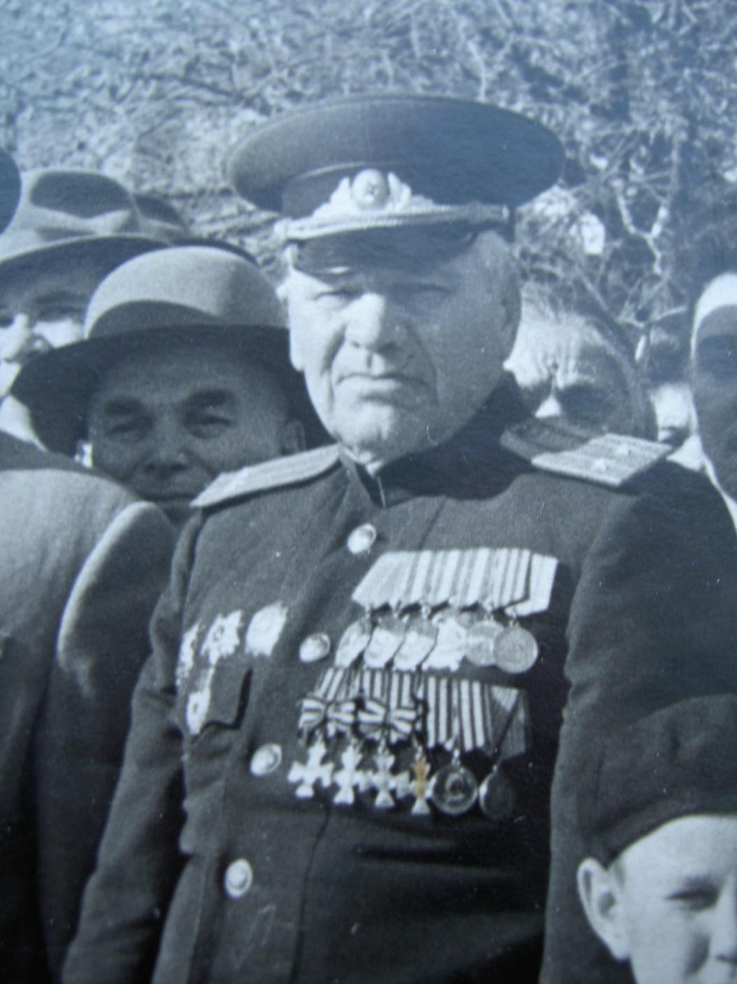 Неизвестный советский офицер - полный Георгиевский кавалер.