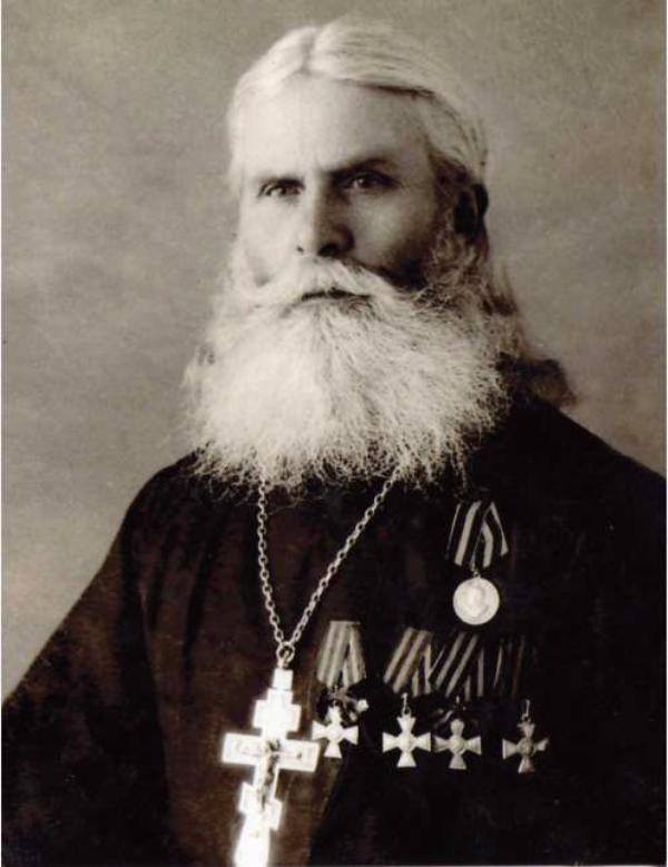 Священник - полный георгиевский кавалер  Георгий Пухнов (Уржум).